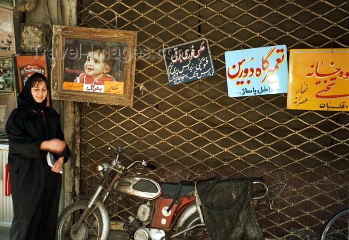 iran54: Iran - Zahedan (Baluchistan / Sistan va Baluchestan): muslim woman and motorbike - photo by J.Kaman - (c) Travel-Images.com - Stock Photography agency - Image Bank