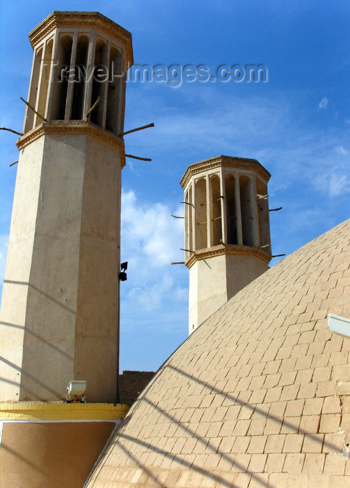 iran541: Yazd, Iran: dome and two wind towers at the Shesh Badgiri cistern - badgirs - Ab Anbar - photo by N.Mahmudova - (c) Travel-Images.com - Stock Photography agency - Image Bank