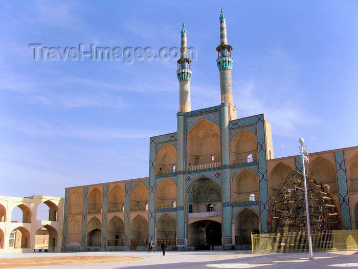 iran544: Yazd, Iran: Takyeh Amir Chakhmagh complex - the contraption on the right side of the portal is used for the Day of Ashura - photo by N.Mahmudova - (c) Travel-Images.com - Stock Photography agency - Image Bank