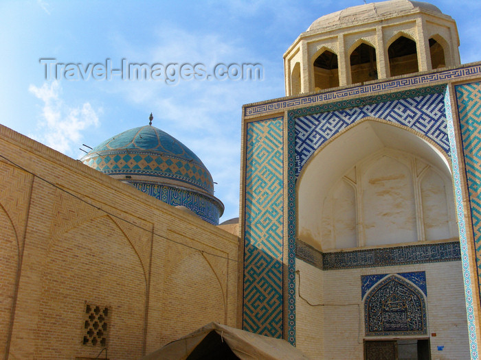 iran545: Yazd, Iran: Masjid-i Mir Chaqmaq - Mir Chaqmaq Mosque - Masjid-e Nau - construction was started by Jalal Al-din Chaqmaq Shami, governor of Yazd under Timurid ruler Shah Rukh in 1436 - Dehkok quarter - photo by N.Mahmudova - (c) Travel-Images.com - Stock Photography agency - Image Bank