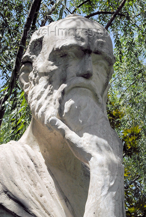 iran55: Iran - Tehran - thinker - statue on Vali-ye Asr avenue - photo by M.Torres - (c) Travel-Images.com - Stock Photography agency - Image Bank