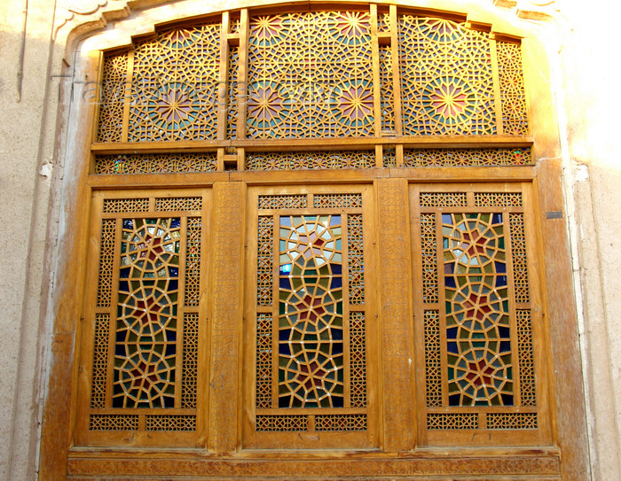 iran560: Yazd, Iran: shebeke panel seen from the outside - Iranian coloured glass - photo by N.Mahmudova - (c) Travel-Images.com - Stock Photography agency - Image Bank