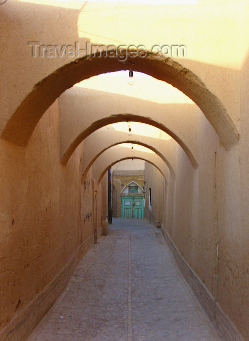 iran561: Yazd, Iran: alley with arches - streets of old Yazd - photo by N.Mahmudova - (c) Travel-Images.com - Stock Photography agency - Image Bank