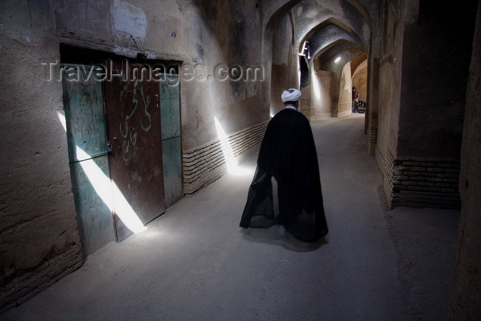 iran569: Yazd, Iran: Mullah walking along a covered street in the historical area - photo by G.Koelman - (c) Travel-Images.com - Stock Photography agency - Image Bank