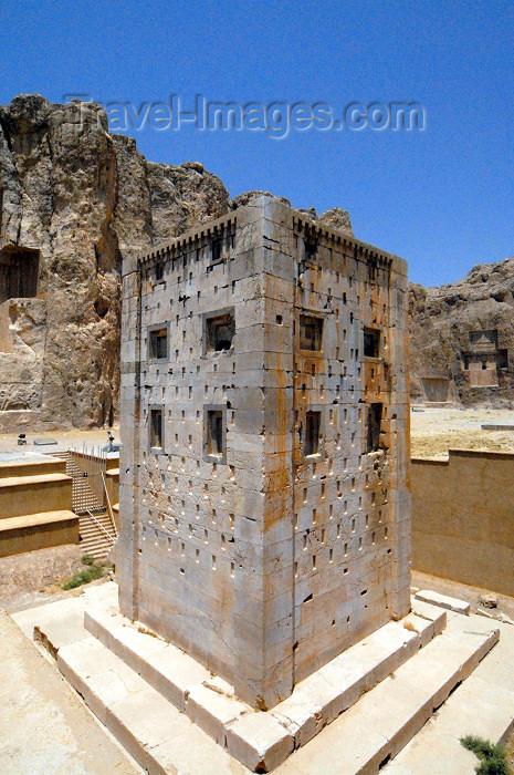 iran64: Iran - Naqsh-e Rustam: stone tower - Ka'bah-i Zardusht - Zarathustra's kaaba and the cliffs - photo by M.Torres - (c) Travel-Images.com - Stock Photography agency - Image Bank