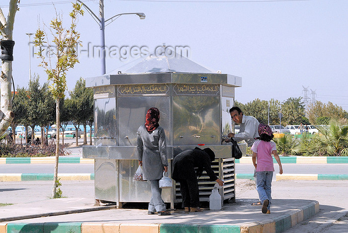 iran87: Iran - Tehran - Iman Khomeini mausoleum - cold water fountain - photo by M.Torres - (c) Travel-Images.com - Stock Photography agency - Image Bank
