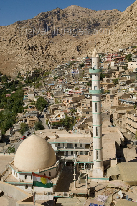 iraq100: Akre / Aqrah, Kurdistan, Iraq: main mosque with its slender minaret, the village and the mountains - Bahdinan region - photo by J.Wreford - (c) Travel-Images.com - Stock Photography agency - Image Bank