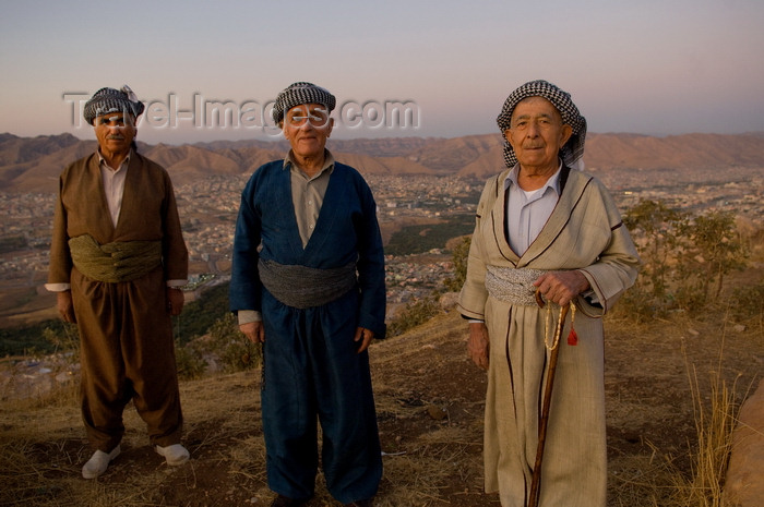 iraq102: Duhok / Dohuk / Dehok / Dahok, Kurdistan, Iraq: three Kurdish men in traditional attire in the cliffs above the city - baggy pantaloons, a shirt, a cummerbund in which valuables and daggers are kept and a close-fitting turbanlike head wrap - Cilî Kurdî - photo by J.Wreford - (c) Travel-Images.com - Stock Photography agency - Image Bank