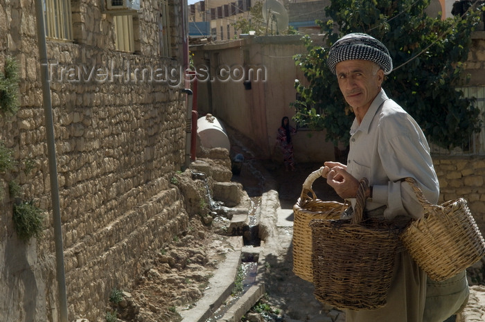 iraq77: Ahmediya / Amedi, Kurdistan, Iraq: basket seller - photo by J.Wreford - (c) Travel-Images.com - Stock Photography agency - Image Bank