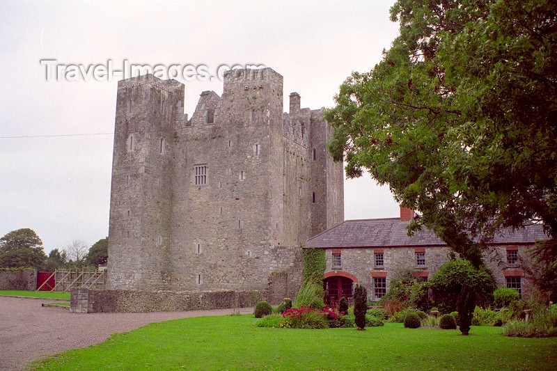 ireland102: Ireland - Carrigtwohill (Cork county): Barryscourt Castle - Youghal road (photo by M.Bergsma) - (c) Travel-Images.com - Stock Photography agency - Image Bank