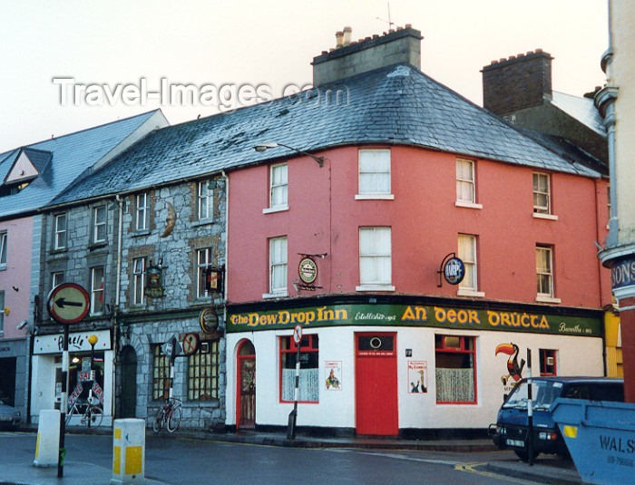 ireland4: Ireland - Ireland - Galway / Gaillimh / GWY: pub (photo by Miguel Torres) - (c) Travel-Images.com - Stock Photography agency - Image Bank