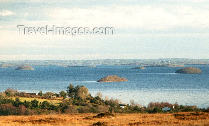 ireland5: Ireland - Lough Corrib (Galway / Gaillimh county): Bizzarre islands (photo by Miguel Torres) - (c) Travel-Images.com - Stock Photography agency - Image Bank