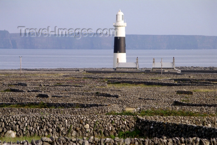 ireland63: Ireland - Inisheer - Aran islands (Galway / Gaillimh county): lighthouse (photo by R.Wallace) - (c) Travel-Images.com - Stock Photography agency - Image Bank