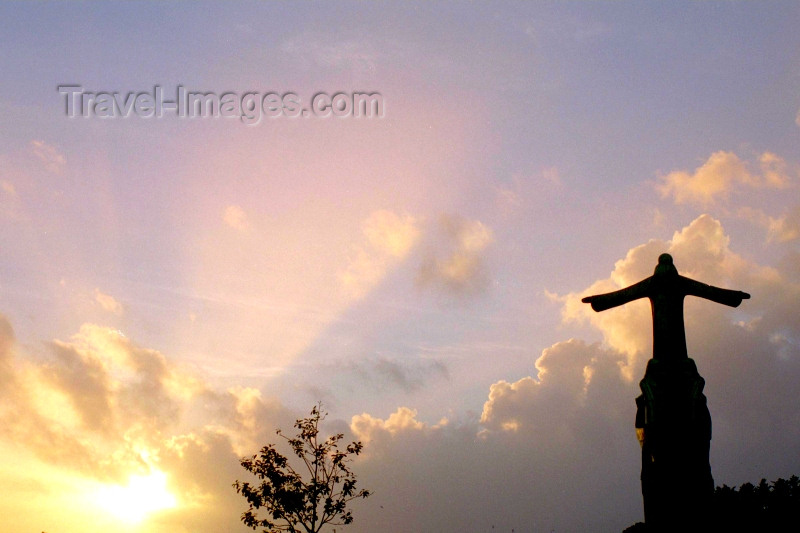 ireland99: Ireland - Bantry (co Cork): the sun and the statue of St Brendan (photo by M.Bergsma) - (c) Travel-Images.com - Stock Photography agency - Image Bank