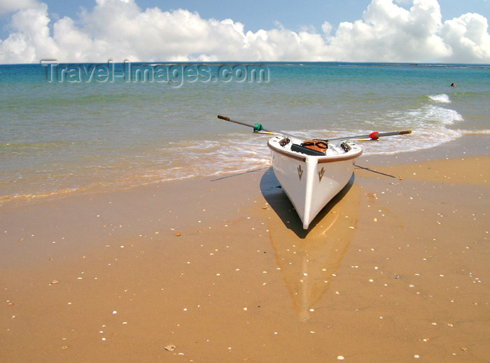 israel159: Israel - Kibbutz Sdot Yam: lonely boat - beach - photo by Efi Keren - (c) Travel-Images.com - Stock Photography agency - Image Bank