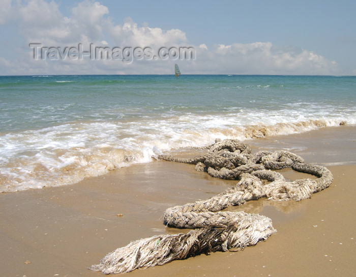 israel161: Israel - Kibbutz Sdot Yam: old rope on the beach - photo by Efi Keren - (c) Travel-Images.com - Stock Photography agency - Image Bank