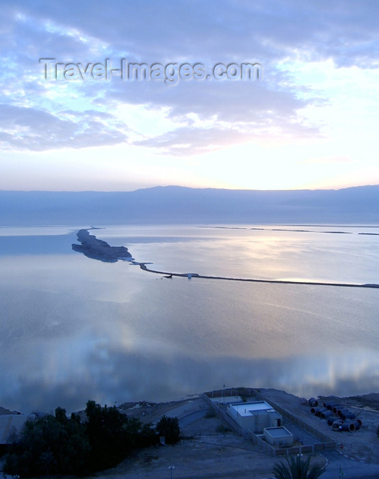 israel204: Israel - Dead sea: isthmus - enderhoeic lake in the Jordan Rift Valley - photo by Efi Keren - (c) Travel-Images.com - Stock Photography agency - Image Bank