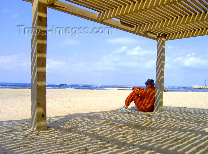 israel237: Israel - Caesarea - Hadera: Givat Olga beach - warm spring day - shadow lines - photo by Efi Keren - (c) Travel-Images.com - Stock Photography agency - Image Bank