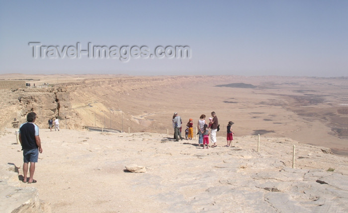 israel239: Israel - Mitzpe-Ramon: Ramon Crater - edge of the crater - photo by E.Keren - (c) Travel-Images.com - Stock Photography agency - Image Bank