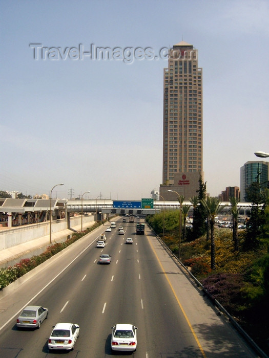 israel245: Israel - Ramat Gan: traffic and Sheraton City Tower hotel skyscraper - Diamond Exchange District - part of the metropolis known as Gush Dan, in the Tel Aviv District - photo by Efi Keren - (c) Travel-Images.com - Stock Photography agency - Image Bank