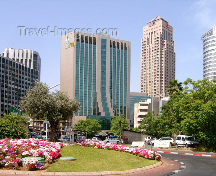 israel279: Israel - Ramat Gan: small garden - Diamond Exchange District - photo by Efi Keren - (c) Travel-Images.com - Stock Photography agency - Image Bank