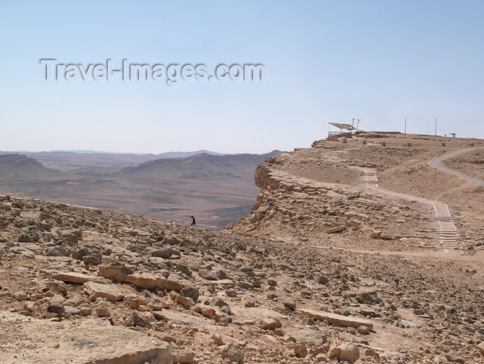 israel293: Israel - Mitzpe-Ramon: Ramon Crater - path along the crater - photo by E.Keren - (c) Travel-Images.com - Stock Photography agency - Image Bank