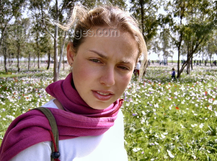 israel296: Israel - Megido: girl in the countryside - photo by E.Keren - (c) Travel-Images.com - Stock Photography agency - Image Bank