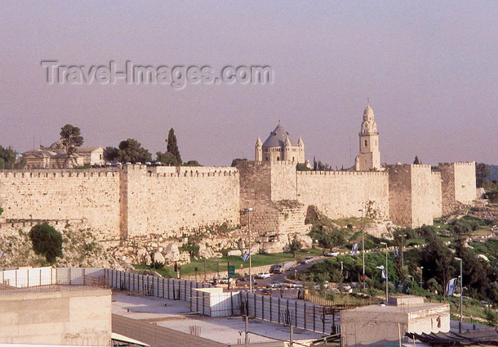 israel3: Israel - Jerusalem / Yerushalayim /  JRS : the walls (photo by Miguel Torres) - (c) Travel-Images.com - Stock Photography agency - Image Bank