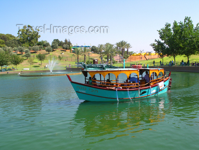 israel327: Israel - Rahanana, Center District: park - day off - boat on the pond - photo by E.Keren - (c) Travel-Images.com - Stock Photography agency - Image Bank