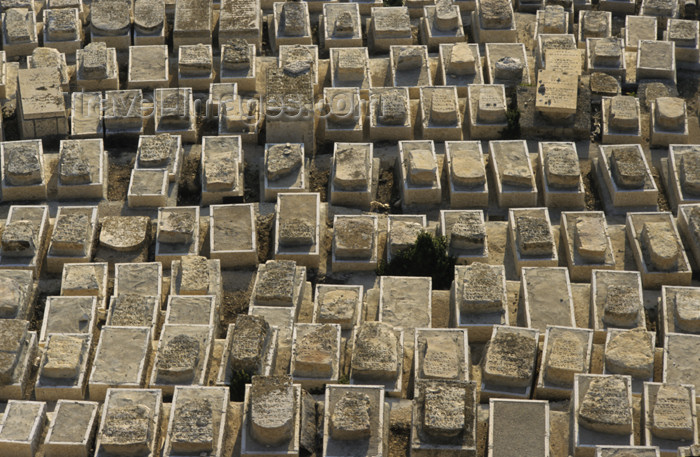 israel335: Israel - Jerusalem - Jewish cemetery - Mount of the Olives - packed tombs - photo by Walter G. Allgöwer - (c) Travel-Images.com - Stock Photography agency - Image Bank