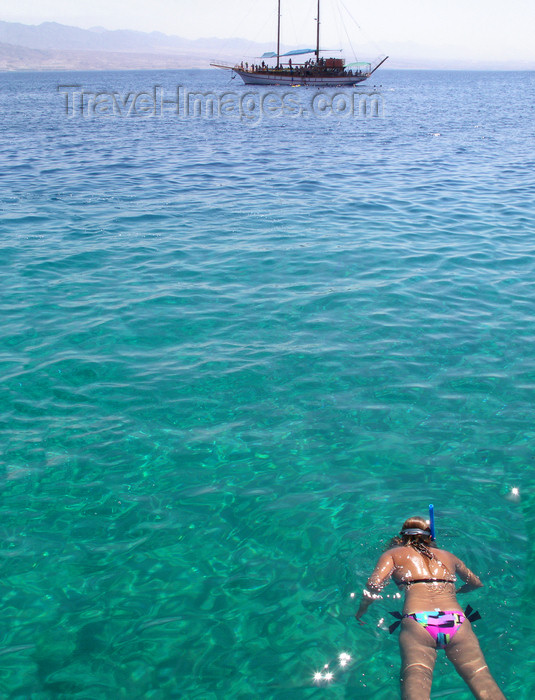 israel371: Eilat, South district, Israel: girl snorkeling and tour boat - Gulf of Aqaba - Gulf of Eilat - Mifratz Eilat - photo by E.Keren - (c) Travel-Images.com - Stock Photography agency - Image Bank