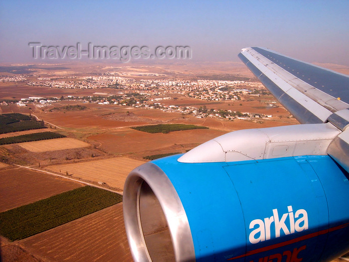 israel381: Tel Aviv, Israel: landing approach at Ben Gurion International Airport, seen from an Arkia Boeing 757 aircraft - photo by E.Keren - (c) Travel-Images.com - Stock Photography agency - Image Bank