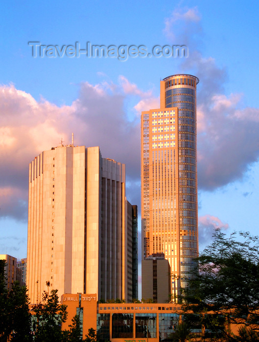 israel384: Ramat Gan, Tel Aviv district, Israel: Moshe Aviv Tower - skyscraper known as the 'City Gate', by AMAV Architects - Jabotinsky Road - Diamond Exchange area, the bursa - photo by Efi Keren - (c) Travel-Images.com - Stock Photography agency - Image Bank