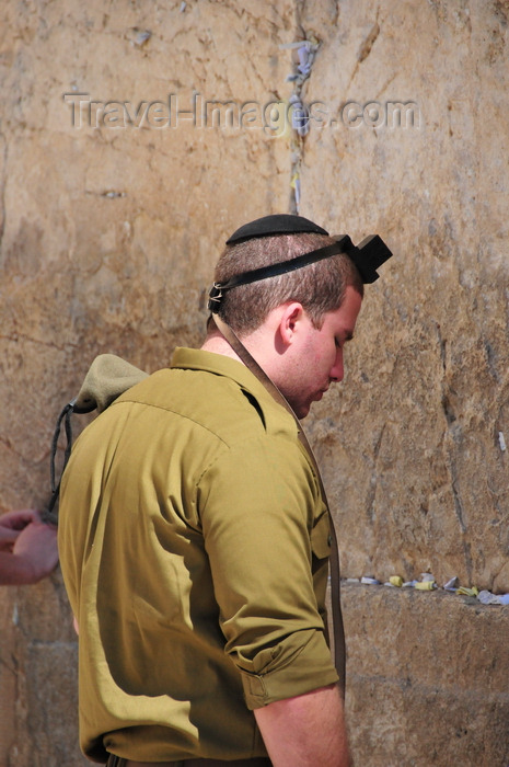 israel397: Jerusalem, Israel: an Israeli soldier prays at the Wailing wall - wearing in his head a tefillin or phylactery, a leather box containing parchment with verses from the Torah / Western Wall / the Kotel - muro das lamentações - Mur des Lamentations - Klagemauer - photo by M.Torres - (c) Travel-Images.com - Stock Photography agency - Image Bank