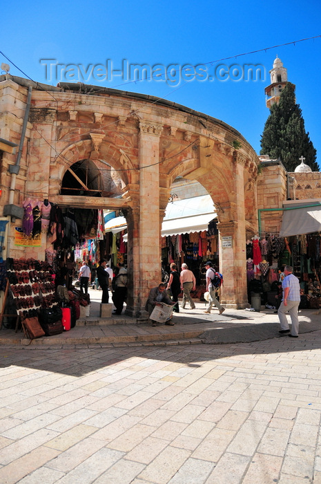 israel427: Jerusalem, Israel: arches leading to Suq Aftimos, these are one of the last remnants of the Crusader hospital, Hospitaller Order of St. John - eastern side of the Muristan, Christian quarter - photo by M.Torres - (c) Travel-Images.com - Stock Photography agency - Image Bank