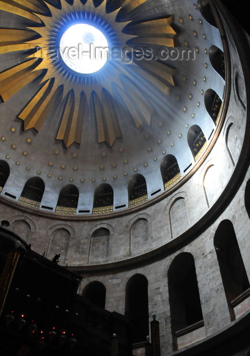 israel439: Jerusalem, Israel: Holy Sepulcher church - ray of light enters the dome over the Rotunda - sunlight streaming through the oculus at the dome's apex - Christian quarter - photo by M.Torres - (c) Travel-Images.com - Stock Photography agency - Image Bank