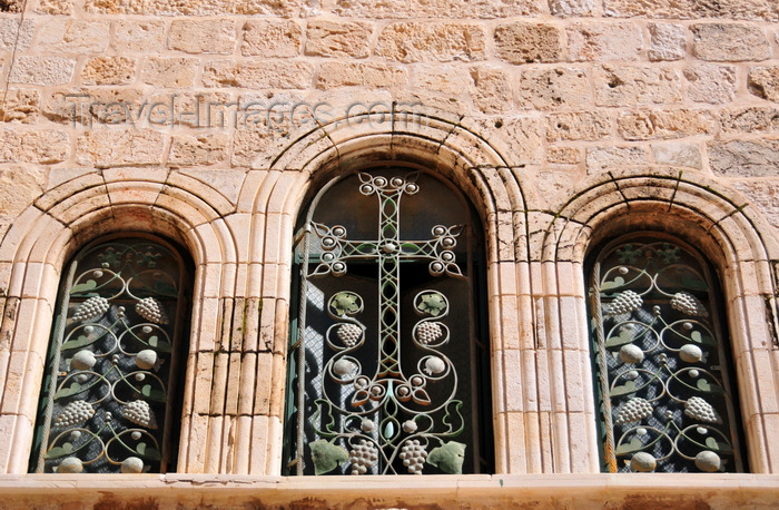 israel449: Jerusalem, Israel: Holy Sepulcher church - triple window decorated with Armenian motives - wrought Iron latticework - parvis - Christian quarter - photo by M.Torres - (c) Travel-Images.com - Stock Photography agency - Image Bank