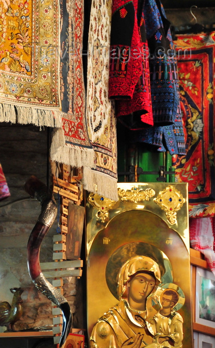 israel454: Jerusalem, Israel: Via Dolorosa - souvenir shop - Christian orthodox icon (Jesus with the Madonna), carpets and a shofar horn - photo by M.Torres - (c) Travel-Images.com - Stock Photography agency - Image Bank