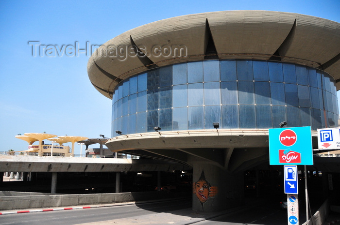 israel46: Tel Aviv, Israel: Colosseum Nightclub, Eliezer Peri Street and Atarim Square - butalist architecture by Yaakov Rechter - photo by M.Torres - (c) Travel-Images.com - Stock Photography agency - Image Bank