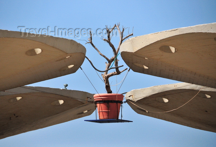 israel47: Tel Aviv, Israel: flying vase and concrete mushrooms - Atarim Square - butalist architecture by Yaakov Rechter - photo by M.Torres - (c) Travel-Images.com - Stock Photography agency - Image Bank