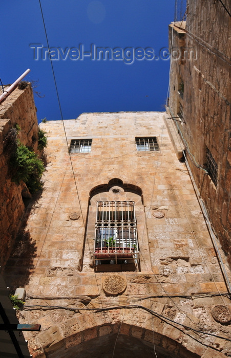 israel479: Jerusalem, Israel: stone arch and window over El Wad Ha Gai street - Muslim Quarter - photo by M.Torres - (c) Travel-Images.com - Stock Photography agency - Image Bank