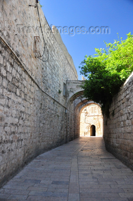 israel490: Jerusalem, Israel: old stone masonry walls and arches on Saint James Street - Armenian quarter - photo by M.Torres - (c) Travel-Images.com - Stock Photography agency - Image Bank
