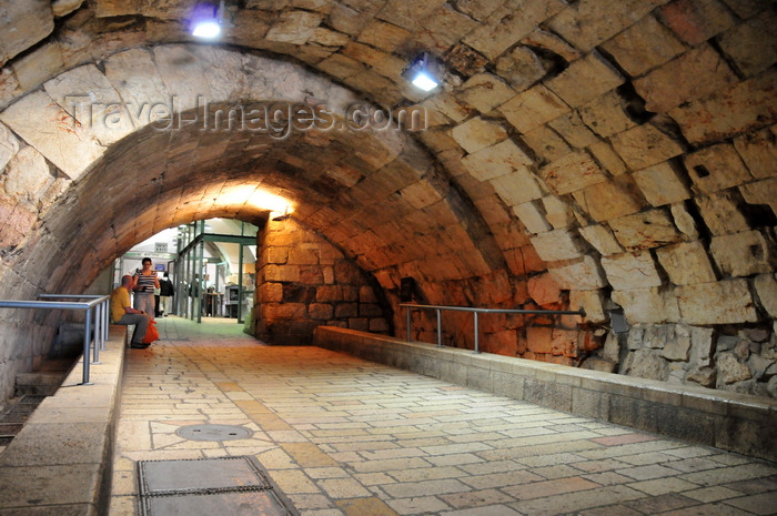 israel50: Jerusalem, Israel: ancient tunnel leading to the Western Wall plaza - metal detectors -  the Kotel - muro das lamentações - Mur des Lamentations - Klagemauer - photo by M.Torres - (c) Travel-Images.com - Stock Photography agency - Image Bank