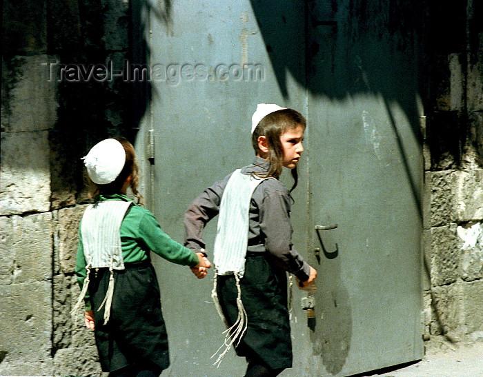 israel97: Israel - Jerusalem / Yerushalayim /  JRS : boys in Mea Sharim the ultra orthodox community (photo by Gary Friedman) - (c) Travel-Images.com - Stock Photography agency - Image Bank