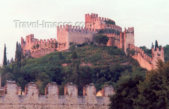 italy10: Soave  - Veneto - Verona province, Italy: walls - castle on Tenda Hill - photo by M.Torres - (c) Travel-Images.com - Stock Photography agency - Image Bank