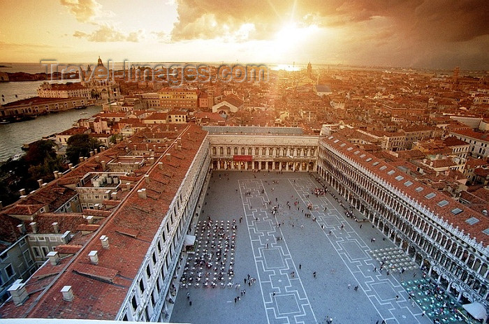 italy101: Italy - Venice / Venezia (Venetia / Veneto) / VCE : Venice: view from San Marco tower - looking south towards Piazza San Marco (photo by J.Kaman) - (c) Travel-Images.com - Stock Photography agency - Image Bank