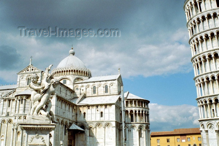 italy129: Italy / Italia - Pisa: statues - Duomo and Pisa tower - Piazza del Duomo - Unesco world heritage site (photo by M.Bergsma) - (c) Travel-Images.com - Stock Photography agency - Image Bank