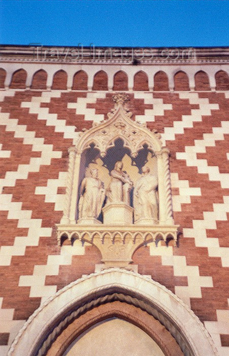 italy13: Vicenza  - Venetia / Veneto, Italy / VIC : detail of the side entrance - Chiesa di S.Croce / dei Carmini in S.Giacomo Maggiore - Unesco world heritage site - photo by M.Torres - (c) Travel-Images.com - Stock Photography agency - Image Bank