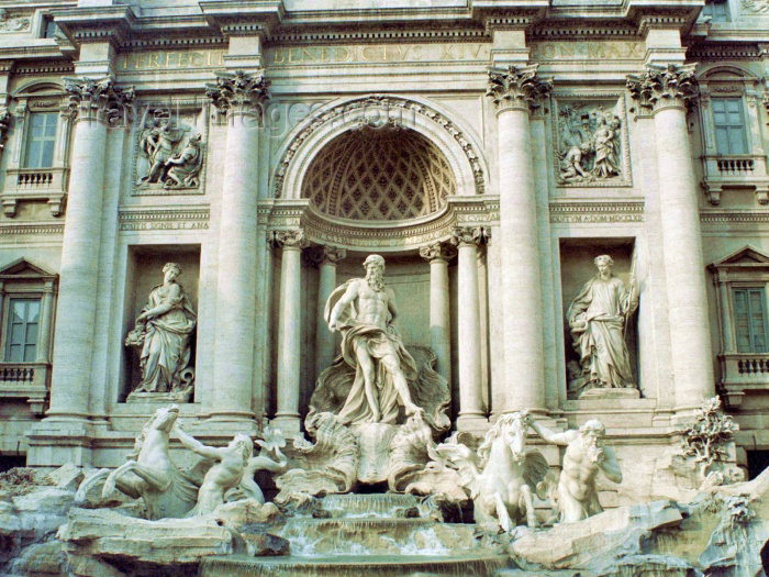 italy134: Italy / Italia - Rome: Fontana de Trevi (photo by M.Bergsma) - (c) Travel-Images.com - Stock Photography agency - Image Bank