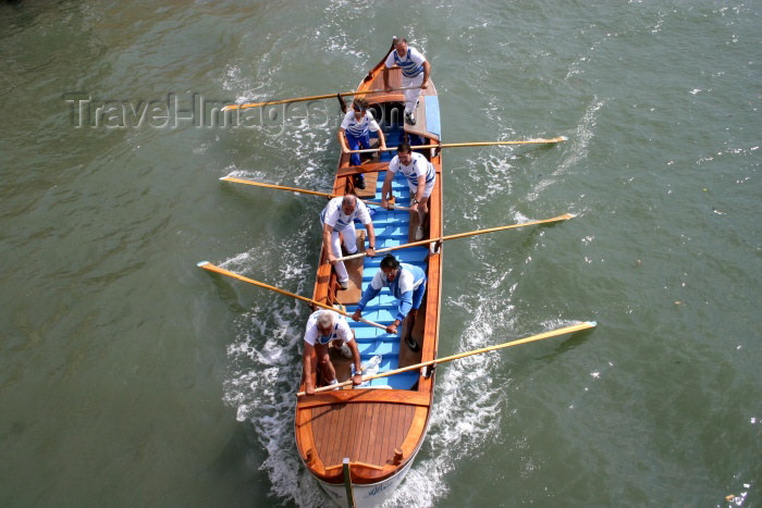 italy140: Italy - Venice: rowers (photo by C.Blam) - (c) Travel-Images.com - Stock Photography agency - Image Bank